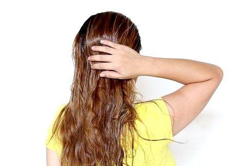बालों को बादाम का तेल कैसे लागू करें