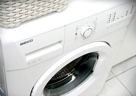 स्वाभाविक रूप से एक कपड़े धोने की मशीन कैसे साफ करें