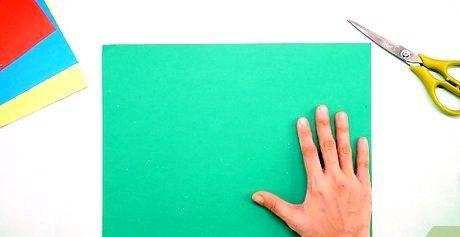 कैंची के साथ सीधे कागज काटने के लिए कैसे
